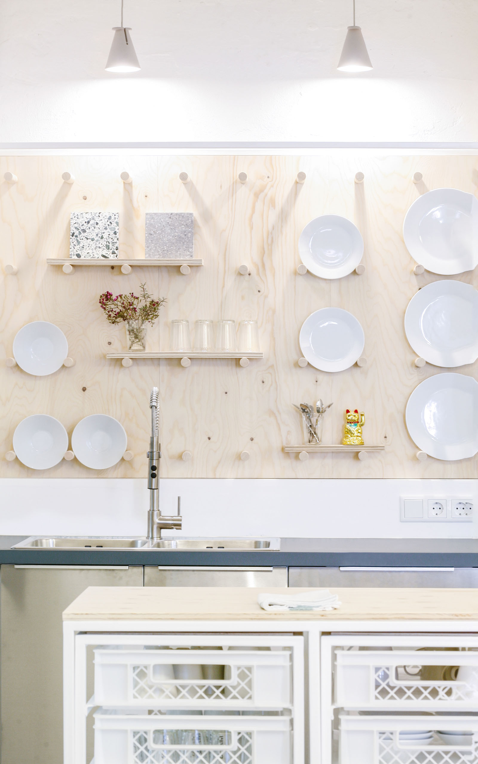 A kitchen with plates hanging of the wall.